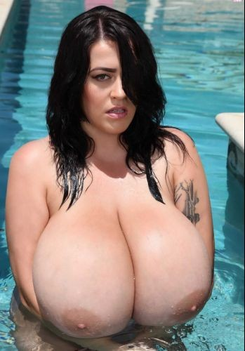 Leanne Crow – Massive Tits Poolside Purple 5D 2 HD 720p