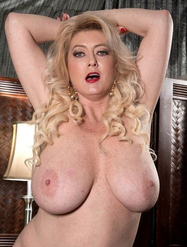 Tahnee Taylor – Made for jacking 49-year-old, naturally stacked MILF – 720p
