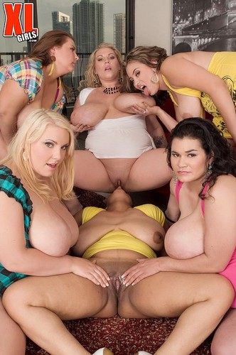 Camelia Davis , Haydee Rodriguez , Renee Ross – Sex In The Titties Orgy