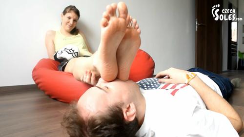 Kickbox student's smelly feet worship