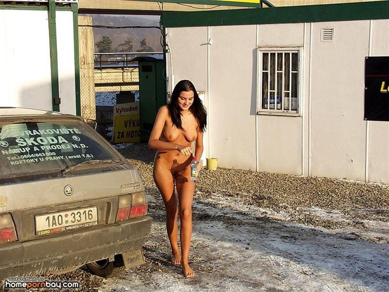 Girls Of Deal Or No Deal Nude Mobile Optimised Photo For Android Iphone