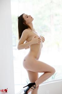 Lana-Rhoades-Natural-Beauty--x6t6fowzl3.jpg